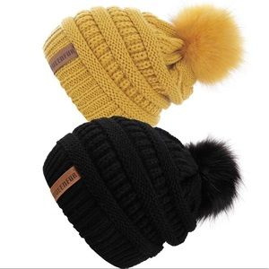 2 Five⭐️ Rated Slouchy Beanies w Removable PomPom